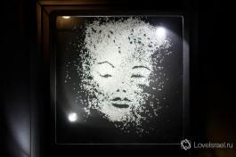 Лицо Мерелин Монро из алмазов.