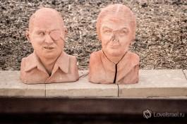Скульптуры Моше Даяна и Гольды Меир в киббуце Сде-Бокер.