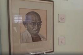 Портрет Ганди.