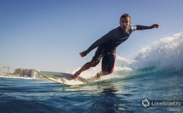 Серфинг в Израиле - это всегда интересно! Фото - Михаил Нахимович.