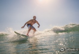 Серфинг в Израиле - это замечательно! Фото - Михаил Нахимович.