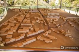 Вид с юга. На первом плане - Сионская гора, за ней - Церковь Воскресения, слева Кардо Терция (современна улица Христианского квартала).