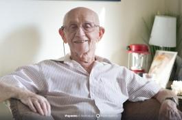 В свои 94 года Ицхак очень бодро выглядит и говорит.