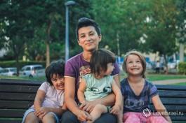 Я с детьми на детской площадке в Хайфе после переезда в Израиль.