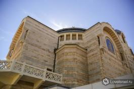 Церковь святого Петра в Иерусалиме снизу вверх.