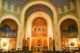 Главная апсида: признание католиков в любви к православному искусству.