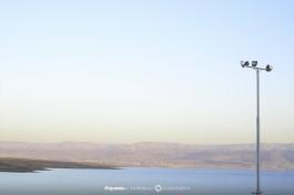 Северное побережье Мертвого моря, место, куда раньше впадала река Иордан.