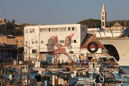 Стрит-арт на одном из заброшенных зданий в Яффском порту.Город Тель Авив.