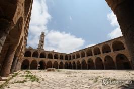 Заброшенный торговый двор в старом городе Акко, Израиль.