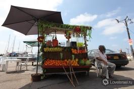 Свежие соки в порту Акко. Там вы найдете апельсиновый, морковный, грейпфрутовый или гранатовые соки. Рекомендуется смешать как минимум два из них )