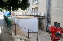 Сукка около одного из домов в городе Хайфа.