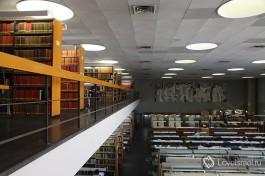 Израильская национальная библиотека в Иерусалиме. Много книг на разных языках.