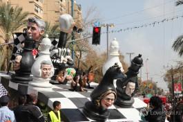 На том же холонском шествии на Пурим, на это событие собираются тысячи израильтян каждый год.