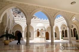 Комплекс гробницы пророка Шоэб. Тысячи паломников каждый год.