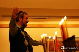 Зажигание ханукальных свечей. Раввин Григорий Котляр, Израиль.