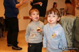 А вот что получается, когда на одного ребенка приходится хотя бы один ханукальный пончик!