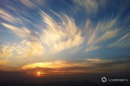 Рассвет в кратере Рамон, на юге Израиля.