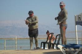 Только в Мертвом море можно ненадолго поменять национальность ;-)
