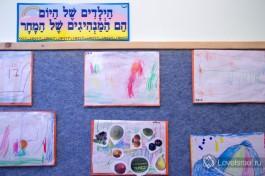 Уголок творчества - работы детей младшего