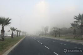 Какой туман! Еле узнаются здания набережной Тель-Авива