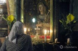 Кинжал в сердце Девы Марии символизирует трагедию матери.