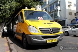 Израильское маршрутное такси. Стоит немного дороже автобуса, но удобное и шустрое. Городские и междугородные маршруты.