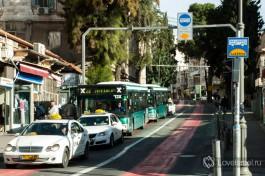 А вот так обозначают полосу общественного транспорта в городе Хайфа.