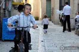 Еврейский мальчик в Иерусалиме.