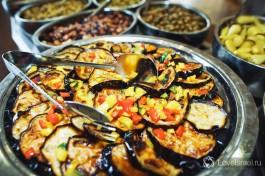 Баклажаны чрезвычайно популярны в Израиле, этот вкуснейший овощ готовят тут в десятках различных вариаций.