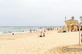 Пляж в Яффо относительно маленький.