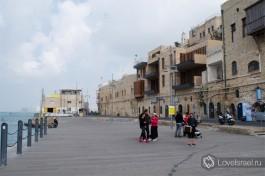 Набережная Яффо выложена деревянными досками, по которым удобно кататься на роликах и велосипедах.