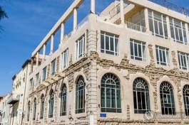 Одно из реконструированных зданий в Яффо.