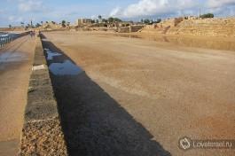 Площадь в Кейсарии, где царем Иродом был построен ипподром, практически обязательное сооружение любого римского города тех времен.