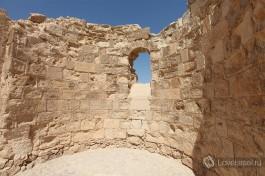 В крепости Массада хорошо сохранились постройки тех времен: пищевые склады, бани и другие.