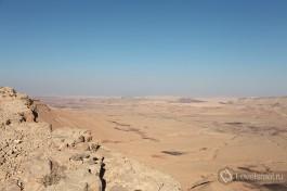 В кратере Рамон можно увидеть горных козлов, они иногда нагло подходят и просят покушать :)