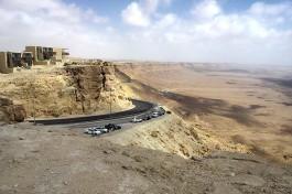 Живописная дорога по склонам кратера Рамон. Советую ехать в Эйлат именно этим путем. Немного длиннее, но зато очень живописно!