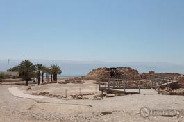 Остатки древнего поселения на берегу Мертвого моря.