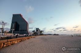 Пляж Тель-Авива. Здание