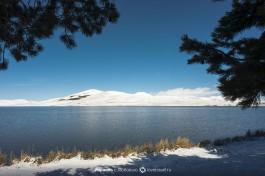 Вид на озеро и горы.