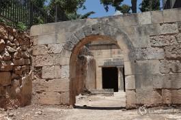 Древняя могила Ясона в центре Иерусалима.