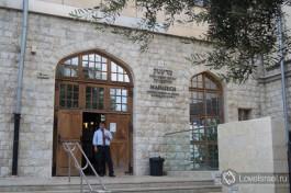 Вход в здание музея Мадатек, Хайфа. Достопримечательности Хайфы.