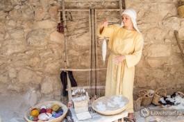 Древний станок, на нем ткали полотна для одежды, постели и других нужд.