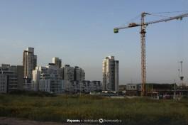 Строительство новых жилых районов в Реховоте.