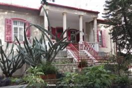 Красивый дом на улице Яаков.