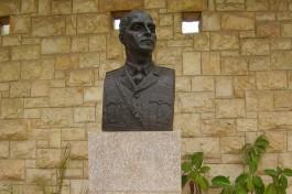 Памятник Трумпельдору в мошаве Авихайль (музей Бейт-а-Гдудим).
