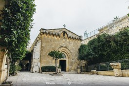 Церковь Бичевания (архитектор А. Барлуччи) на второй остановке.